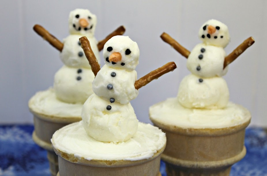 Make These Adorable Snowman Ice Cream Cone Cupcakes