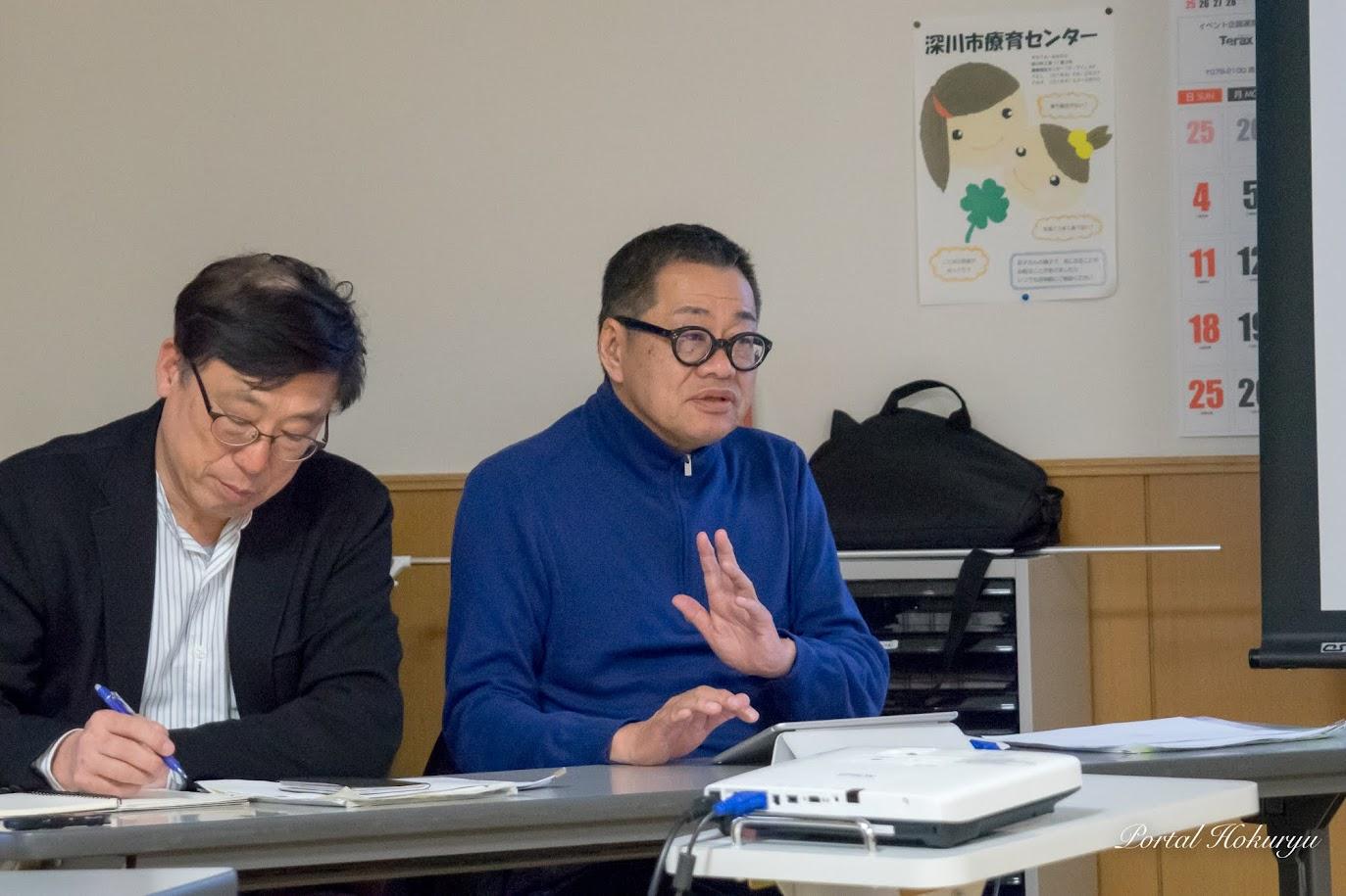 デザイナー・梅原真 氏(右)立正大学・鈴木輝隆 特任教授(左)