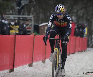 Wout van Aert bevestigt in Belgische driekleur en zet Zilvermeercross in Mol op zijn naam