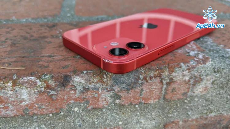 Hư hại nhẹ ở mặt sau iPhone 12 Mini ở độ cao 1m