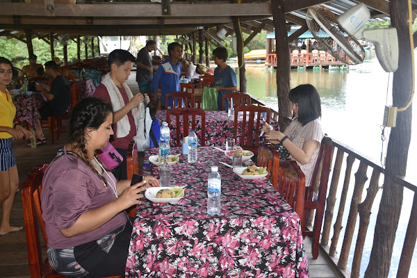 Have lunch at the river-side restaurant at Bor Thor Pier