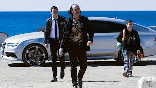Luis Tosar, y tras él Mario Casas y Claudia Canal, en una escena de \'Toro\' rodada en Almería. (Foto: Julio Vergne)