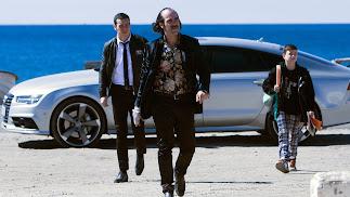 Luis Tosar, y tras él Mario Casas y Claudia Canal, en una escena de 'Toro' rodada en Almería. (Foto: Julio Vergne)