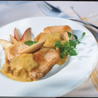 Schweineschnitzel mit fruchtigem Curryrahm