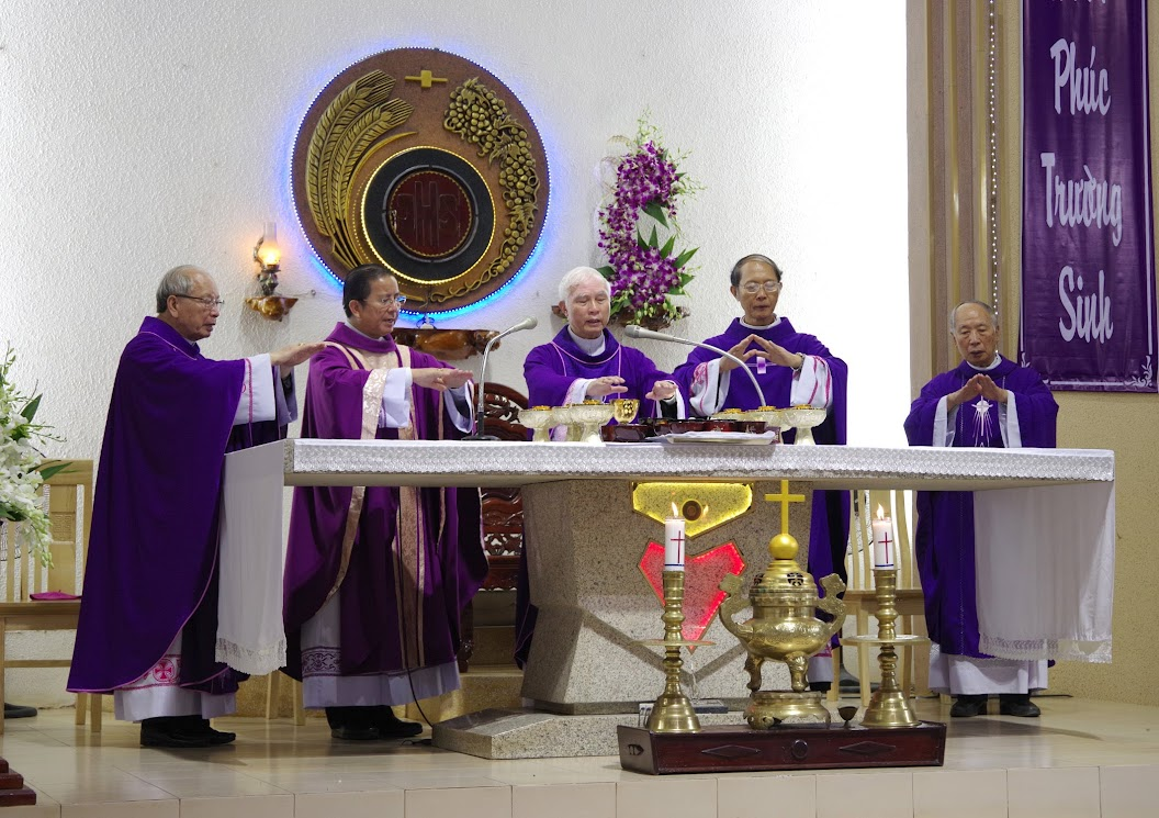 Thánh lễ an táng Cha Giuse Trần Ngọc Tâm - Chánh xứ Xuân Đức - Ảnh minh hoạ 22