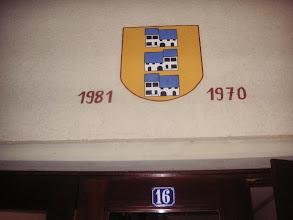 Photo: Liedertswiler Wappen beim Eingang zum Gemeindesaal