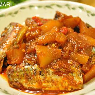 Pike Mackerel Stew and Rice Lettuce Wraps (Kkongchi Jorim Ssam-bap 꽁치조림 쌈밥)