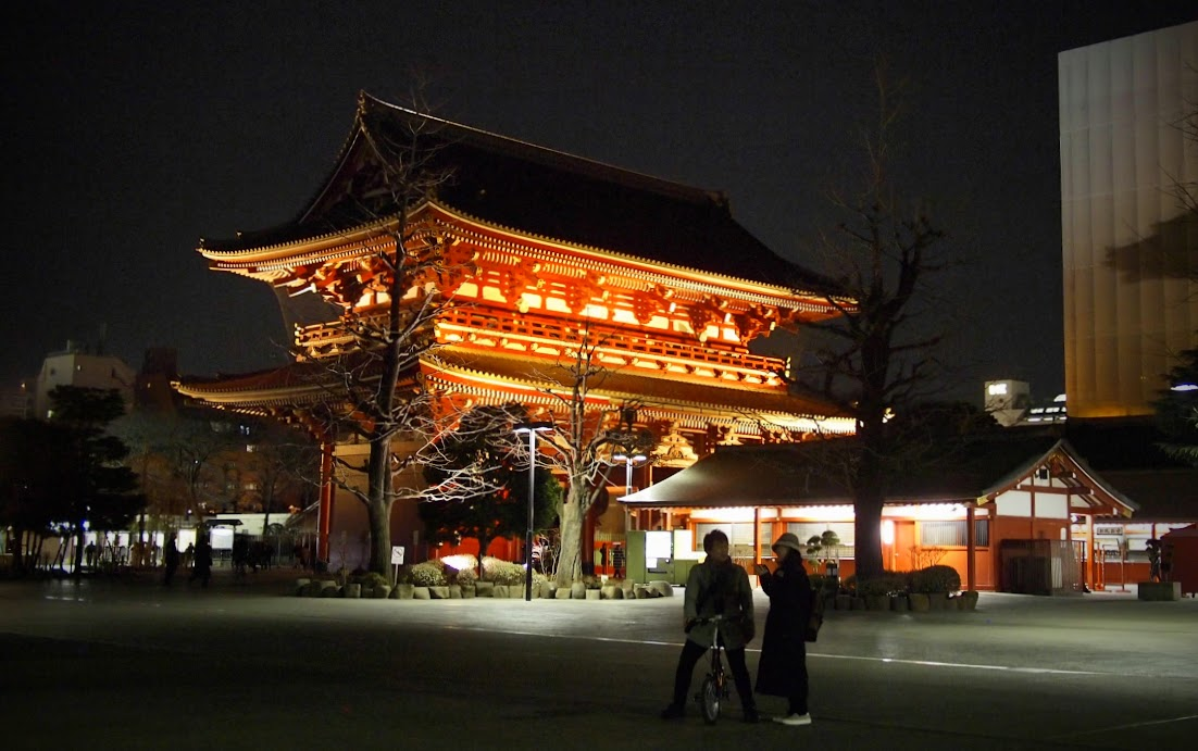 Beautiful Asakusa temple gate at night