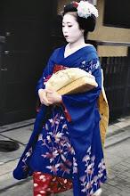 Photo: Geisha dans le quartier de Gion à Kyoto