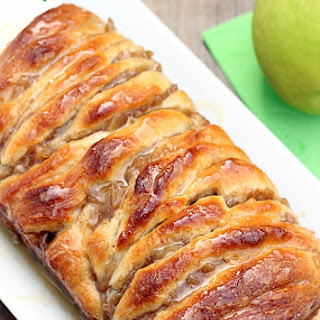 Caramel Apple Pull Apart Bread