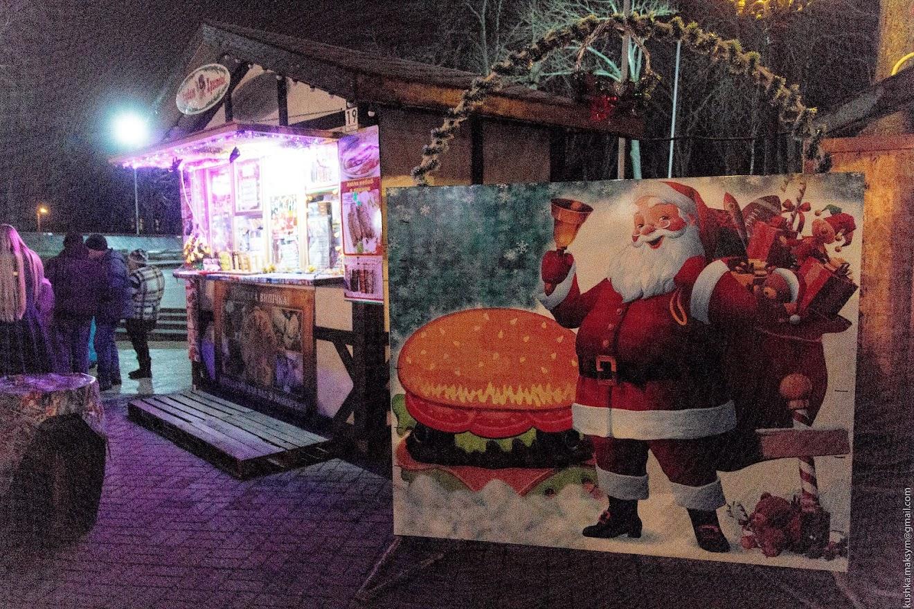 Новорічна атмосфера у Вінниці: відбувся перший концерт на Різдвяному Ярмарку в центрі міста