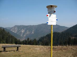 Photo: 09.Sedlo Cerla (610 m). Jak często bywa na Słowacji na szlaku jest raczej pusto: w trakcie całej wycieczki spotykam zaledwie kilka osób.