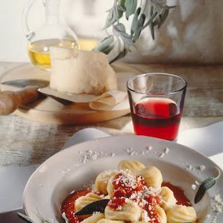 Gnocchi mit Salbei-Tomatensauce