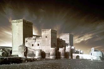 Photo: Castillo de Ampudia. Montaje realizado sobre la fotografía de dicho castillo tomada en el servicio de cultura de la junta.