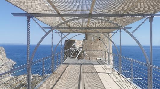 El nuevo y exclusivo hotel en Almería: una torre en un acantilado perdido