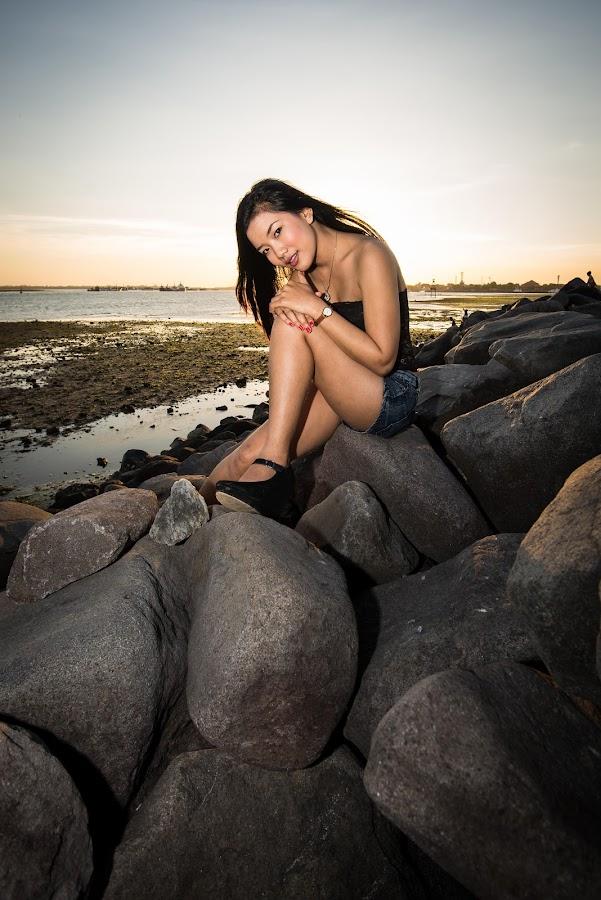 The Bay  by Reza Dana - People Portraits of Women