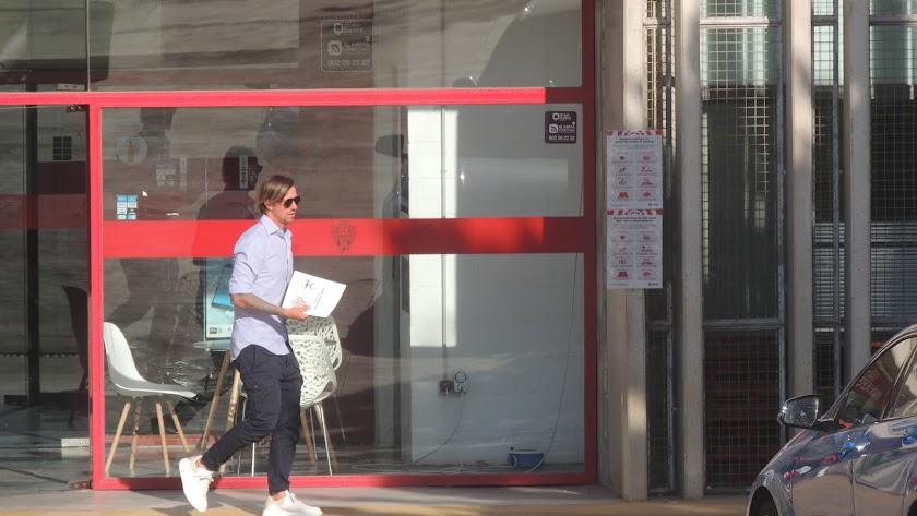 El día que Guti salió del club con el finiquito del Almería.