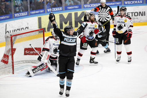 Tällä viikolla kuukauden tauon jälkeen kaukaloon palannut Hannes Björninen sai tärkeän onnistumisen. (Kuva: Aku Rive)