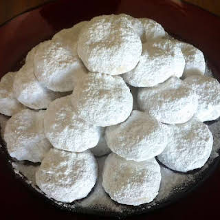 Traditional Kourampiedes / Kourabiethes (Greek Christmas Butter Cookies).