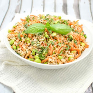 Spicy Farro Salad with Edamame and Carrots {Vegan}.