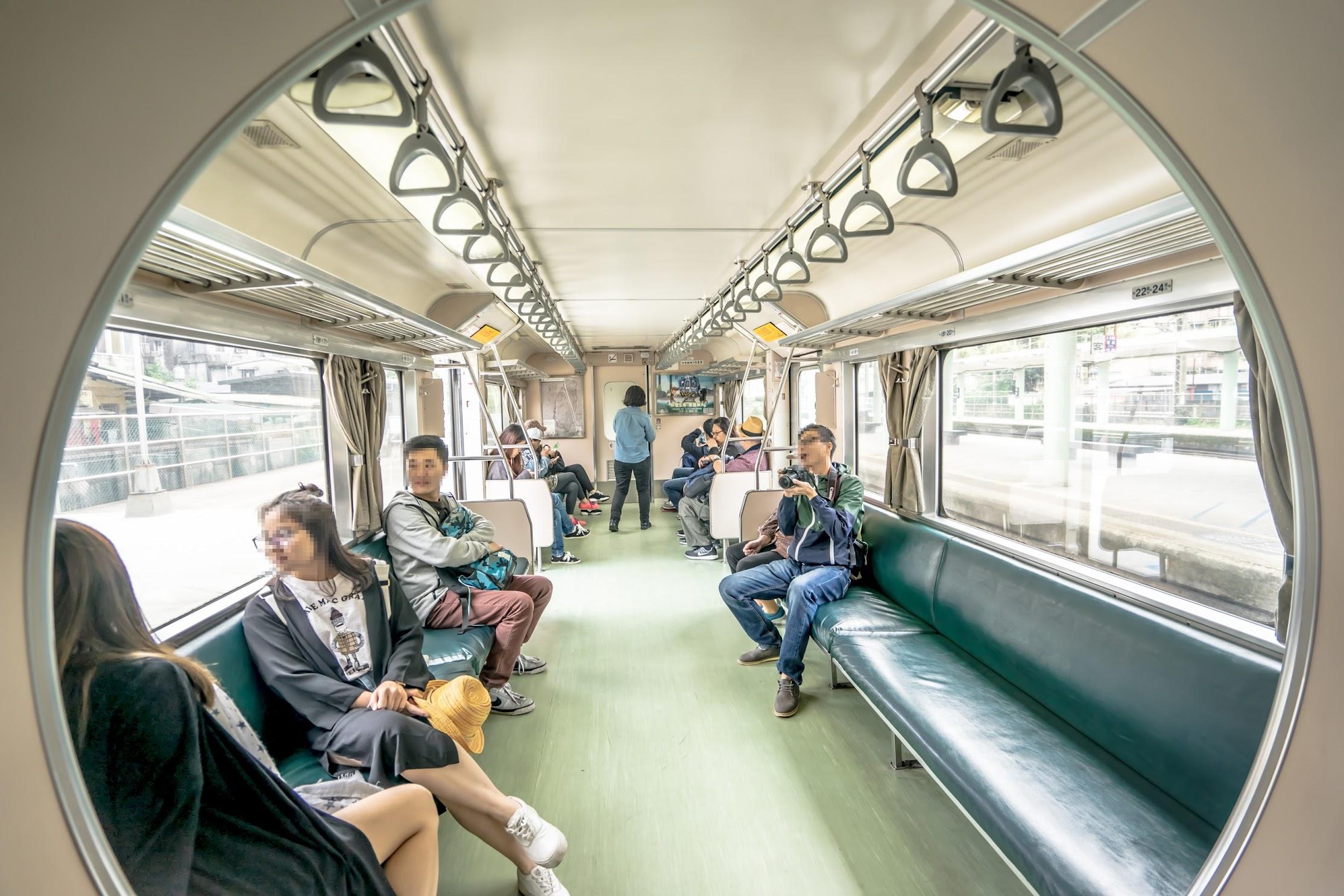 台湾 平渓線 車内1