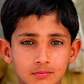 Child Portrait by Tahir Sultan - Babies & Children Child Portraits ( nikon, close up, child portrait, portrait, eyes, people,  )