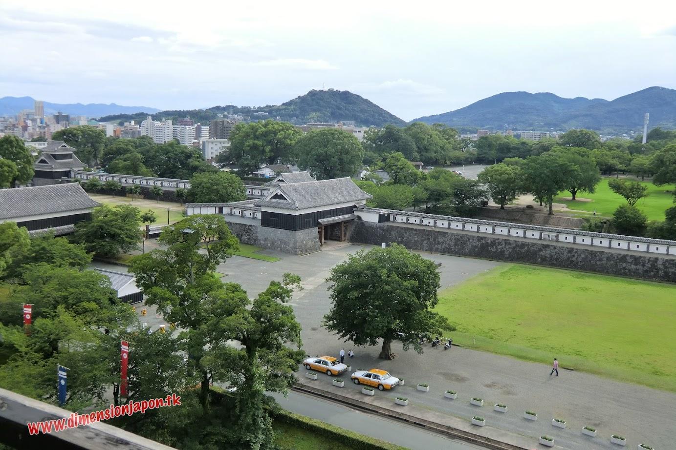 CIMG1492  Recinto del Castillo de Kumamoto desde  una de las torres (Kumamoto) 15-07-2010