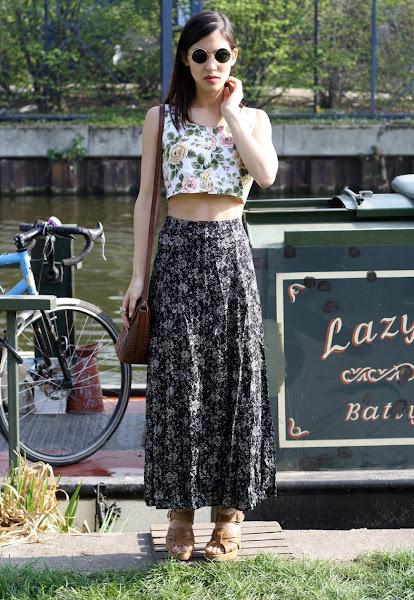 Photo: https://marketplace.asos.com/listing/skirts/vintage-floral-print-button-down-90s-skirt/316956