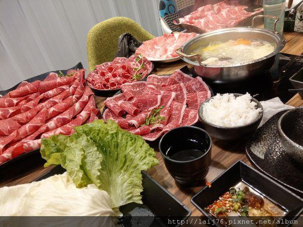 沸騰火鍋肉好多每一口都是大滿足的牛肉啊!