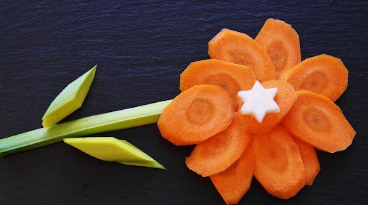 Pipirrana con pulpo cocido y crema de zanahoria y puerro para un viernes sano