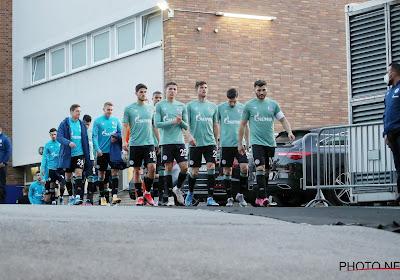 """Speler Schalke doet relaas van aanval door fans: """"Angst, pure angst! En de politie stond gewoon beneden te wachten"""""""