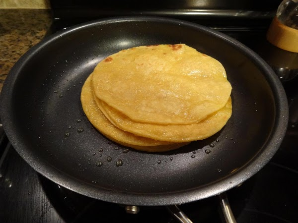 Fry each corn tortilla in oil (about 1/8 t per tortilla), both sides.