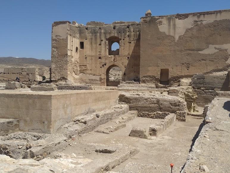 Segundo recinto, a lo lejos, el arco califal