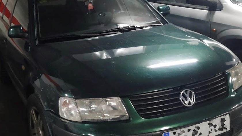 El vehículo inmovilizado por ser usado como taxi ilegal.