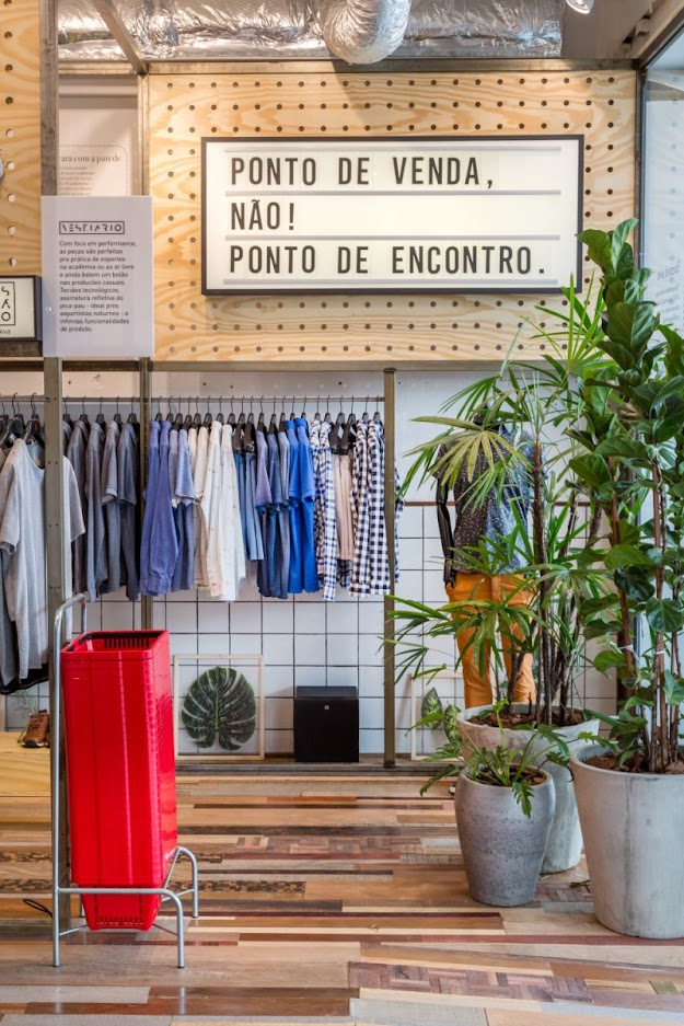 Thiết kế shop thời trang kết hợp quán cafe - thiết kế shop quần áo 9