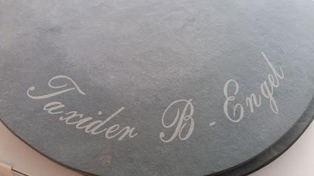Steen - Gravure op blauwe steen