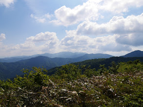 大日山方面(右の白山は雲の中…)