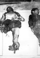 Photo: Thường dân Việt Nam đã chết trong cuộc tấn công của Việt Cộng trên một chiếc xe buýt dân sự ở Kedol. http://www.vietnam.ttu.edu/virtualarchive/items.php?item=va004330 Vietnamese civilians who died in the Viet Cong attack on a civilian bus at Kedol.