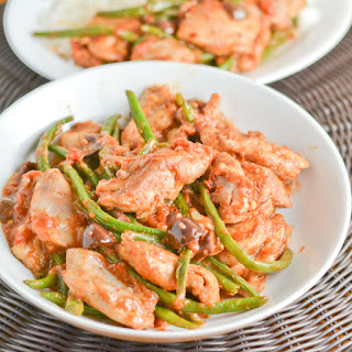 Braised Italian Chicken with Green Beans, Tomatoes & Olives