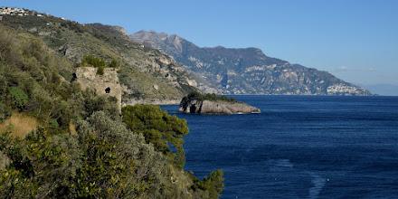 Photo: Torre di Recommone, isolotto Isca, Vettica di Praiano e Capo Sottile. In alto l'abitato di Torca, Malacoccola, S. Angelo a Tre Pizzi e Tre Calli.