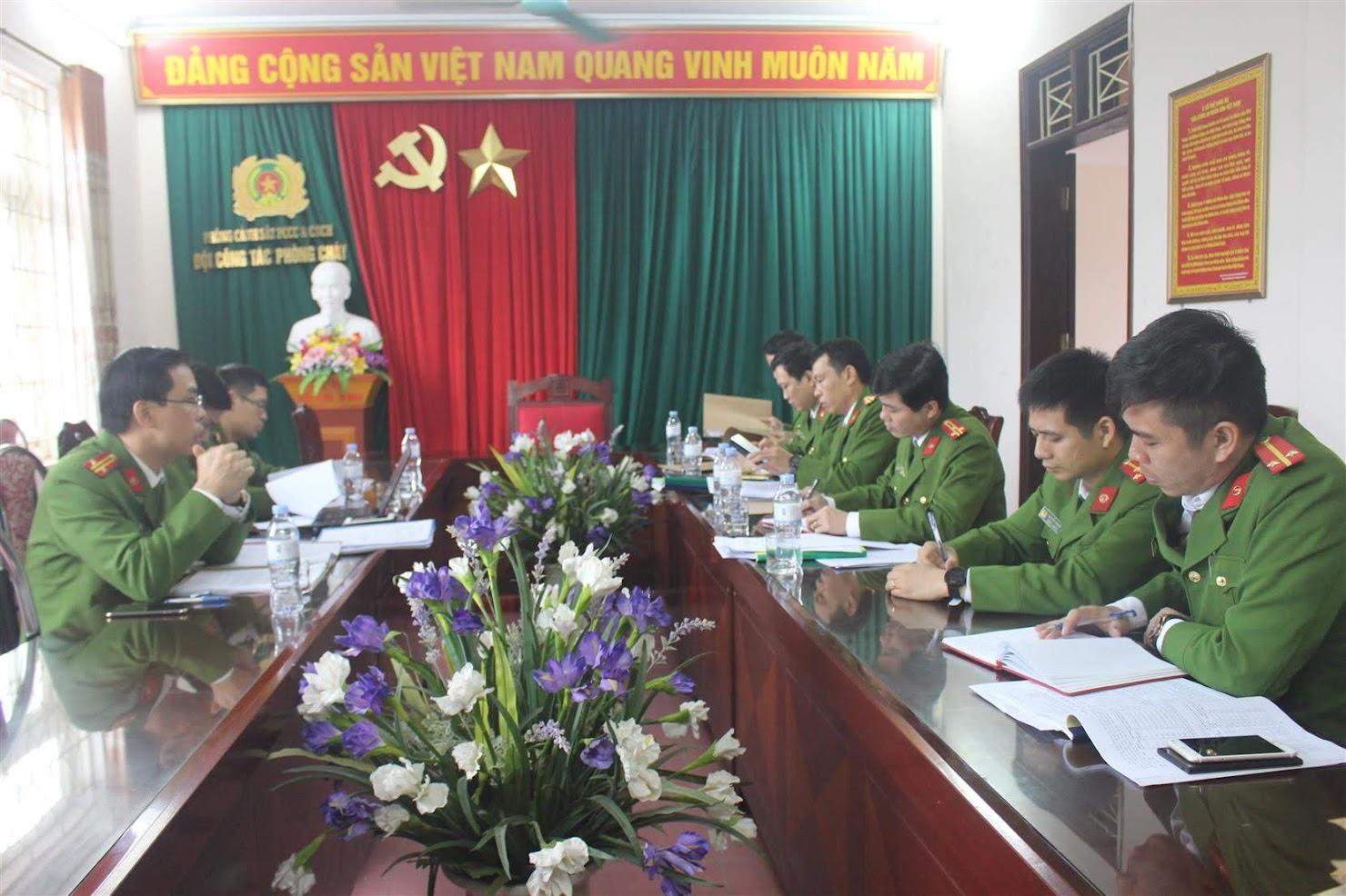 Đoàn kiểm tra làm việc tại Phòng Cảnh sát PCCC&CNCH, Công an tỉnh Nghệ An