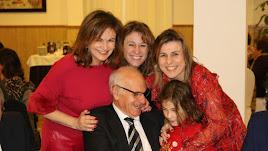 La familia de Gabriel celebró a su lado el reconocimiento y el nuevo cargo.