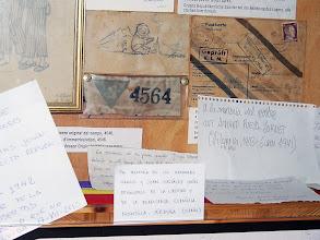 Photo: Notas manuscritas en recuerdo de los asesinados en Gusen