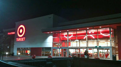 Photo: Hace algunos días me fui de compras a Target, estoy preparando un regalo para día de las madres.  Ir de noche ofrece muchas ventajas para mi, puedo hacerlo sola, que los niños están dormidos, encuentro estacionamiento con facilidad y la tienda no tiene mucha gente, de esta forma me ahorro tiempo.