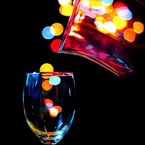 POURING DOWN by Hernan Sto Tomas - Artistic Objects Glass