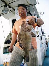 Photo: よく太ったハタです。 釣り人も・・・。