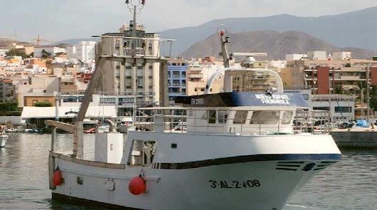 Naufragio de un pesquero en Alborán: un desaparecido y tres rescatados