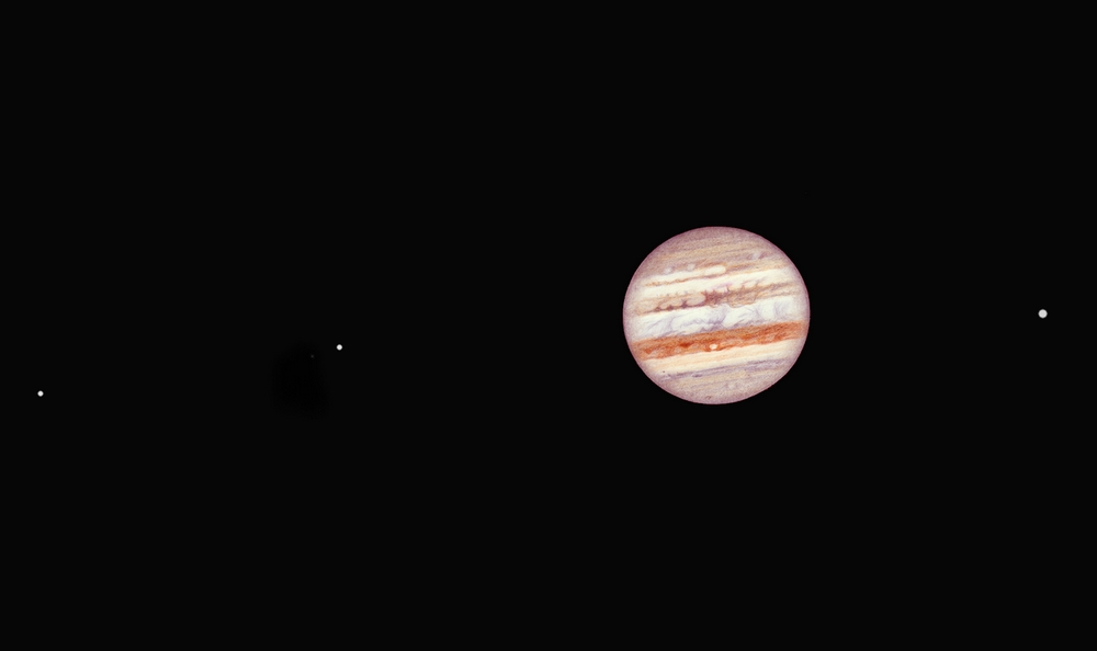 Photo: Même dessin du 21 janvier 2011 mais avec un cadrage large pour y faire entrer Europe, Io et Ganymède (de gauche à droite).