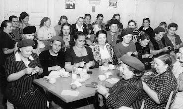 Photo: Äitikerho Jyvälässä 1945