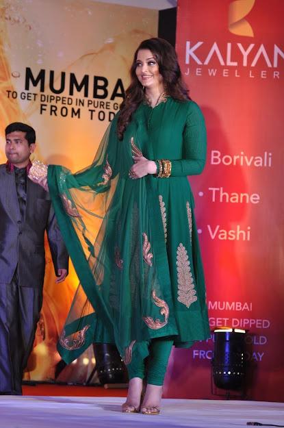 Aishwarya Rai feet, Aishwarya Rai in high heels, Aishwarya Rai beautiful